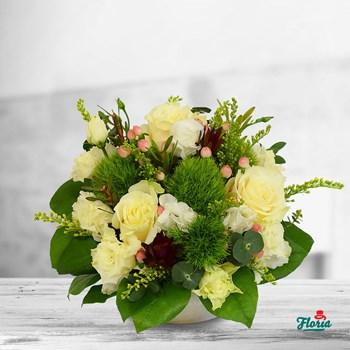 Aranjament floral - Nori de trandafiri