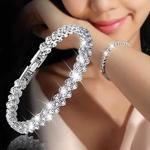 Bratara cu cristale, o bijuterie cu strasuri stralucitoare, eleganta, de lux, pentru femei